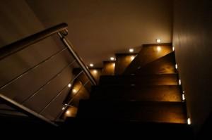 Właściwe oświetlenie schodów