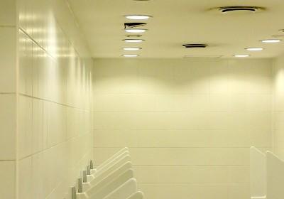 Jak skutecznie oświetlić schody i korytarz?
