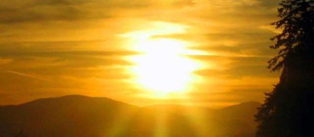 Światło naturalne a sztuczne – jak je zbalansować?